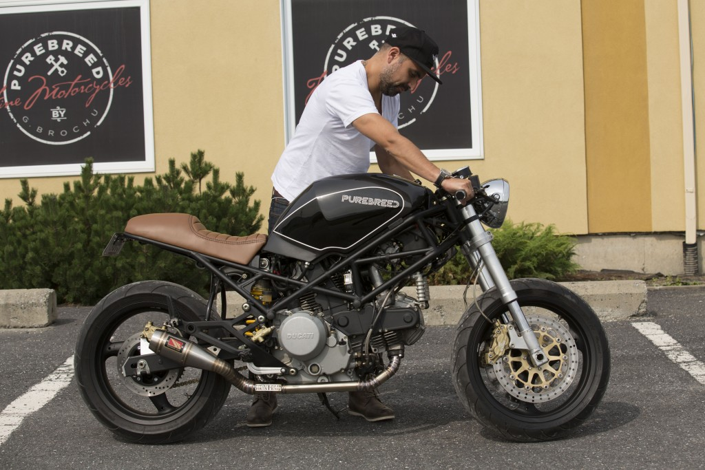 motos caf racers en images urbania. Black Bedroom Furniture Sets. Home Design Ideas